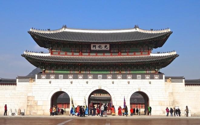 Gwanghwamun, the main gate to Gyeongbok Palace