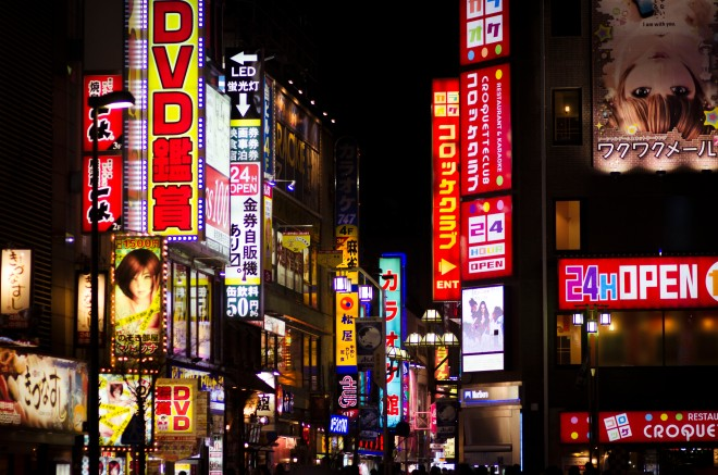 The signboards and flashy neons as Kabukichō (歌舞伎町), the red-light district in Shinjuku, comes alive at night.