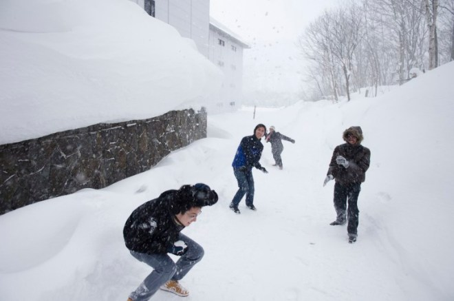 Instant snowball fight!