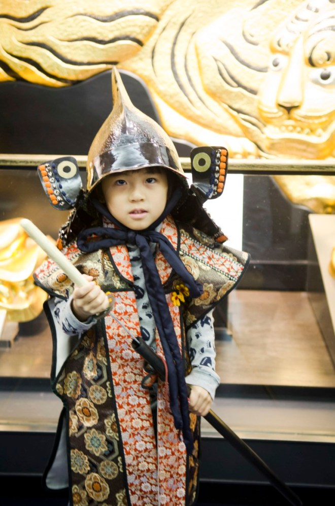 You can also rent a costume and pose for a picture for about ¥500 (~SGD 6)