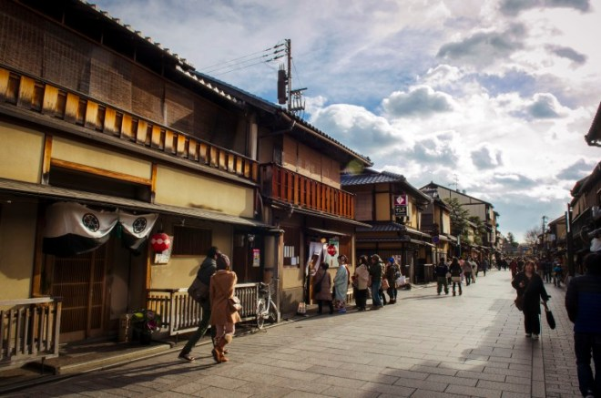 The Higashiyama District near Kiyomizudera is one of the city's best preserved historic districts. It is a great place to experience traditional old Kyoto where the narrow lanes, wooden buildings and traditional merchant shops invoke a feeling of the old capital city.