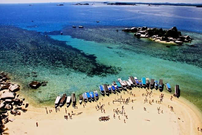 The view from the top of the lighthouse at Pulau Lengkuas (Photo source: GIV/MB)