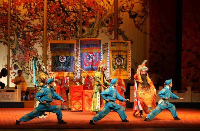 I was too engrossed in watching the Sichuan opera so I didn't take any pictures. But here's a photo from the web! (Image source: The Gonger, Flickr)